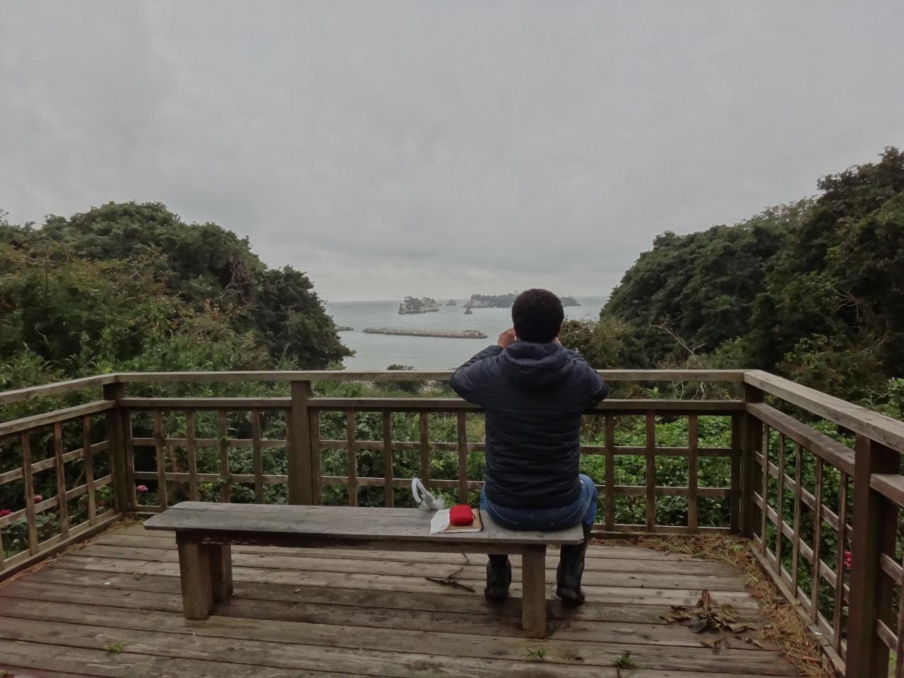 海を眺めながらのコーヒー